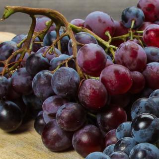 "Weintrauben, rot/dunkel kernlos ""Crimson"""